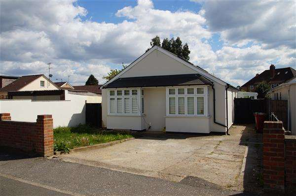 4 Bedrooms Bungalow for sale in Dennis Way, Cippenham