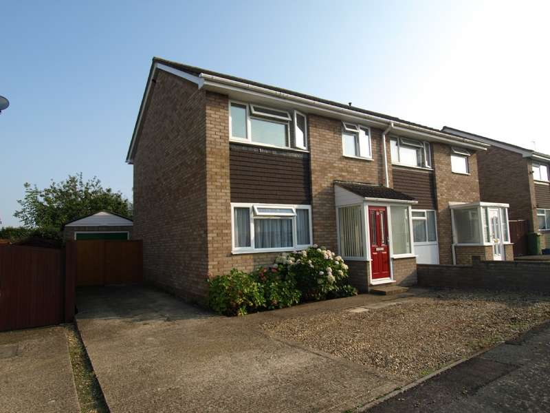3 Bedrooms Semi Detached House for sale in Shelley Close, Newport Pagnell, Buckinghamshire