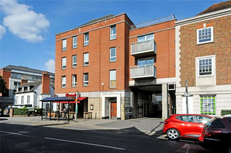 2 Bedrooms Flat for sale in The Oaks Square, Epsom, Surrey, KT19