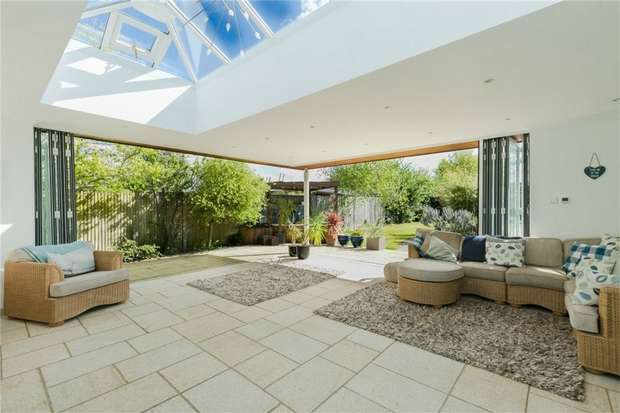 6 Bedrooms Chalet House for sale in Remuera, Love Lane, Iver