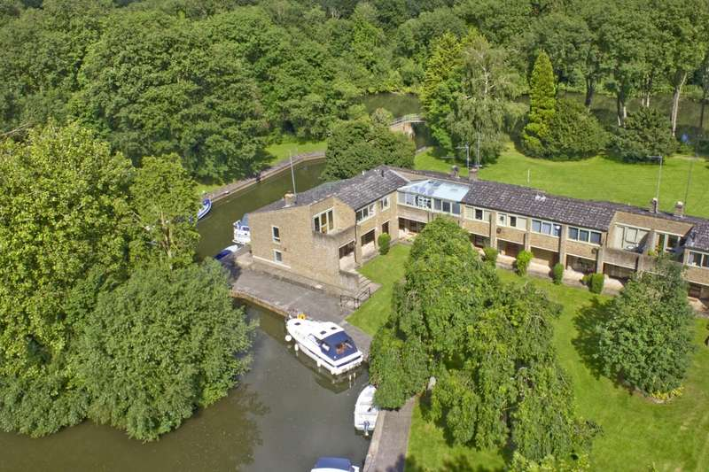3 Bedrooms Town House for sale in Cleeve Court, Streatley, RG8