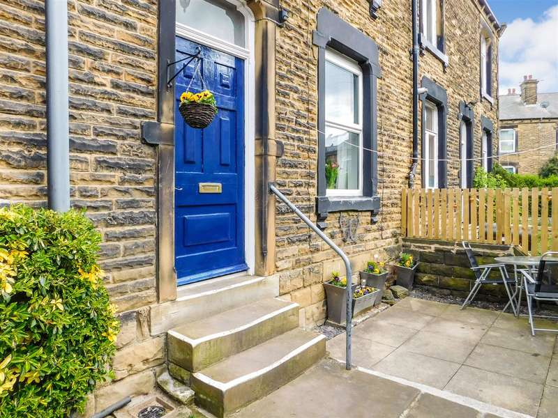 2 Bedrooms Terraced House for sale in Park Parade, Morley