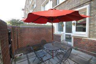3 Bedrooms Flat for sale in Buxton House, Maysoule Road, London