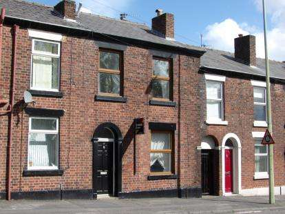 2 Bedrooms Terraced House for sale in Commercial Road, Chorley, Lancashire, PR7