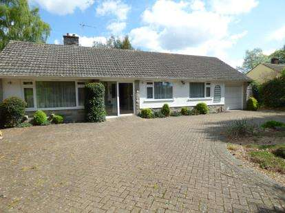 3 Bedrooms Bungalow for sale in Ashley Heath, Ringwood