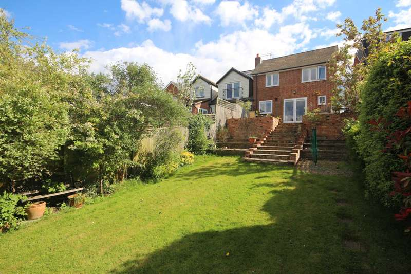 3 Bedrooms Semi Detached House for sale in Alben Road, Binfield
