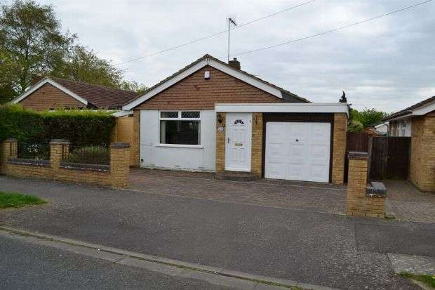 3 Bedrooms Detached Bungalow for sale in Goodwood Avenue, Parklands, Northampton NN3 6EF