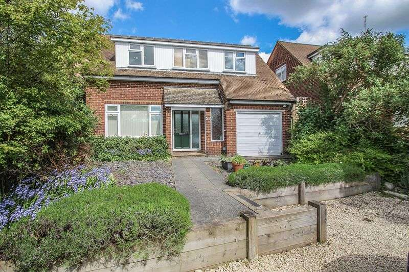 4 Bedrooms Detached House for sale in Glenavon Close, Claygate, Esher