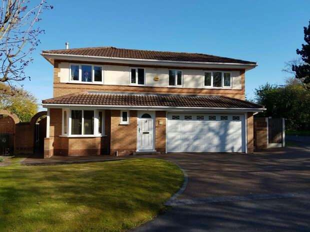 3 Bedrooms Detached House for sale in Alder Drive, Timperley