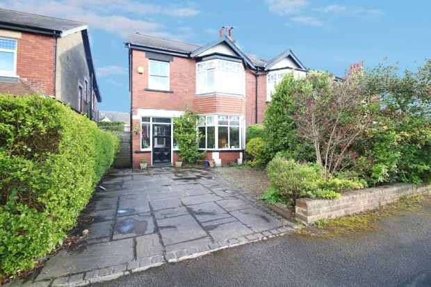 3 Bedrooms Semi Detached House for sale in Lynton Gardens, Harrogate, North Yorkshire, HG1 4TE