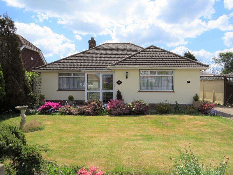 2 Bedrooms Bungalow for sale in Lovely Detached Bungalow