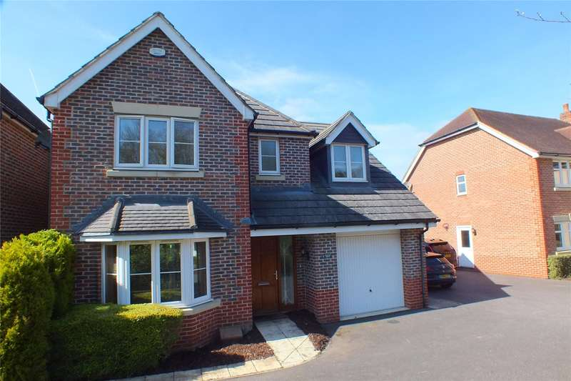 4 Bedrooms Detached House for sale in Turstin Drive, Fleet, GU51
