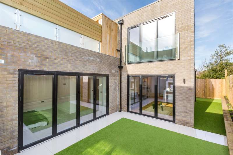 3 Bedrooms Detached House for sale in Nevill Road, Hove, East Sussex, BN3