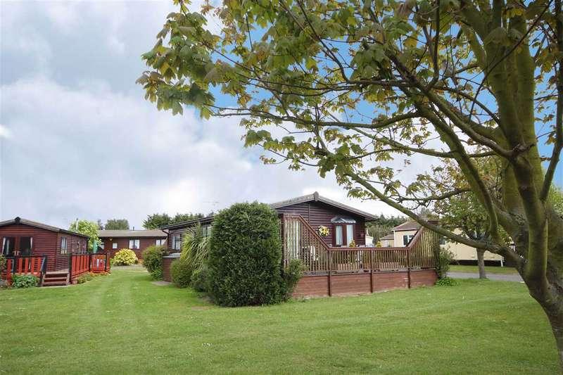 3 Bedrooms Bungalow for sale in Haven Village, Promenade Way, Brightlingsea