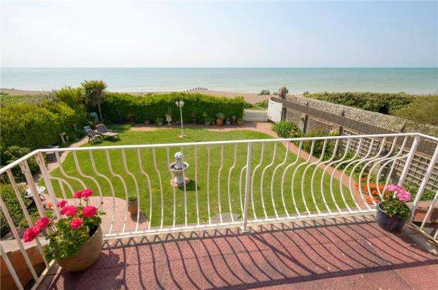 5 Bedrooms Detached House for sale in Lamorna Gardens, Ferring, West Sussex, BN12