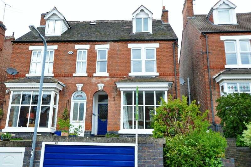 4 Bedrooms Semi Detached House for sale in Scalpcliffe Road, Stapenhill