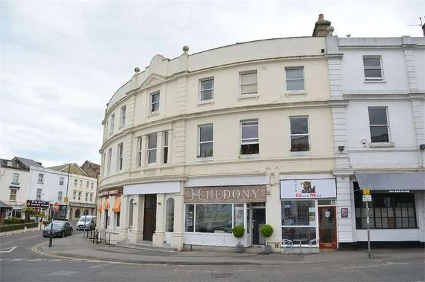 2 Bedrooms Flat for sale in Poole Hill, Bournemouth, Dorset
