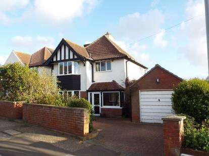 4 Bedrooms Detached House for sale in Sheringham, Norfolk