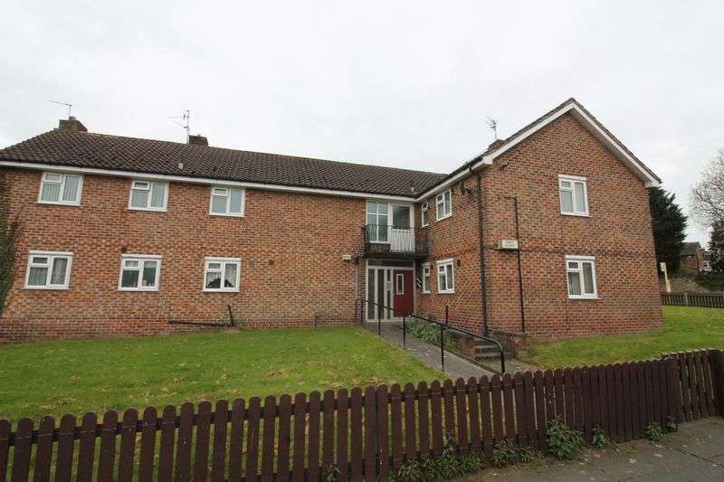 2 Bedrooms Flat for sale in Robin Way, Woodchurch