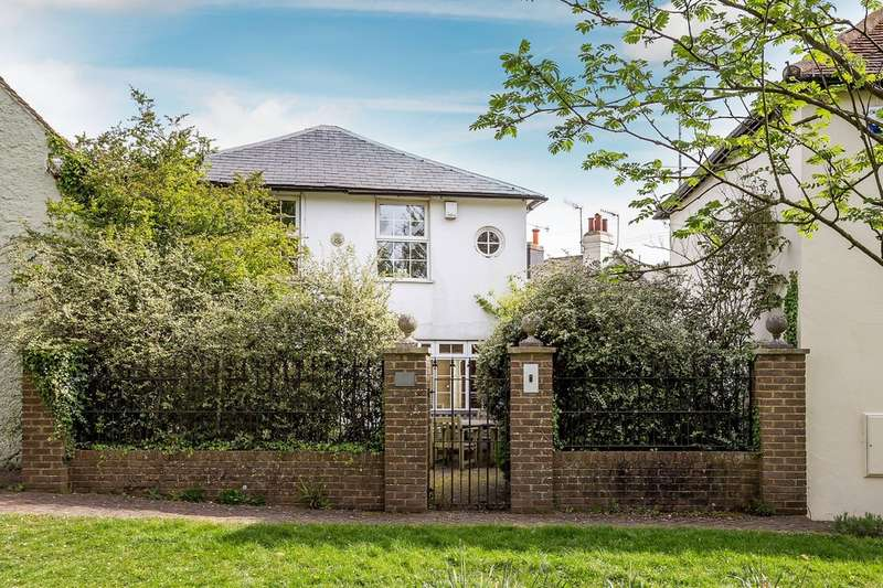 4 Bedrooms Semi Detached House for sale in Godstone Green, Godstone