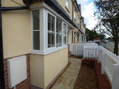 3 Bedrooms Semi Detached House for sale in LLys Bryn LLwyd, Caernarfon Road, Bangor, Gwynedd, LL57