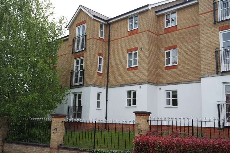 2 Bedrooms Flat for sale in Clarence Close, New Barnet
