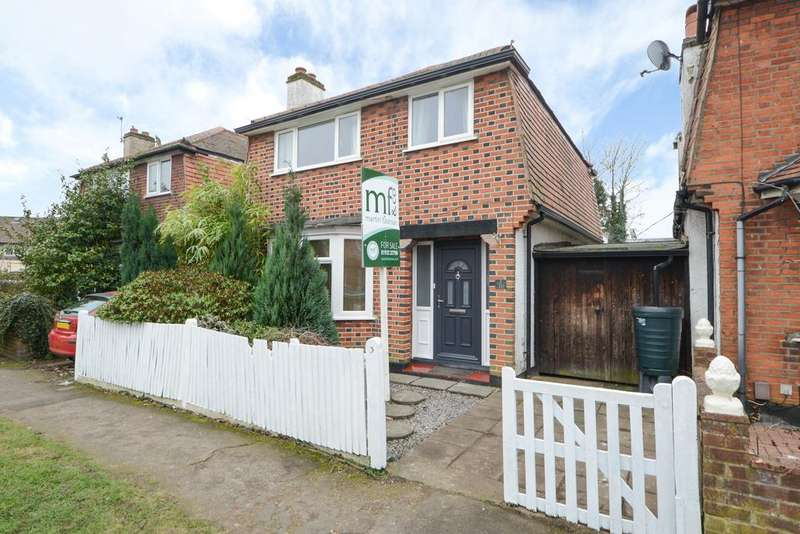 3 Bedrooms Detached House for sale in Claremont Close, HERSHAM VILLAGE KT12