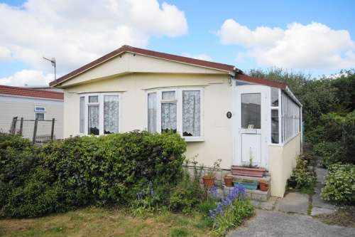 2 Bedrooms Detached House for sale in Rowlands Park, Weymouth