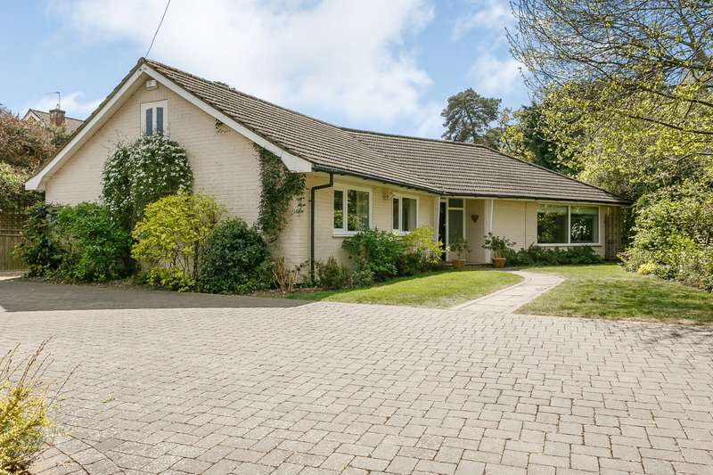 5 Bedrooms Detached Bungalow for sale in Weybridge