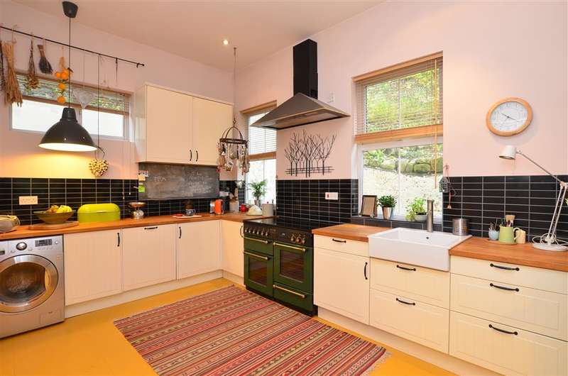 4 Bedrooms Detached House for sale in Church Hill, Shepherdswell, Kent