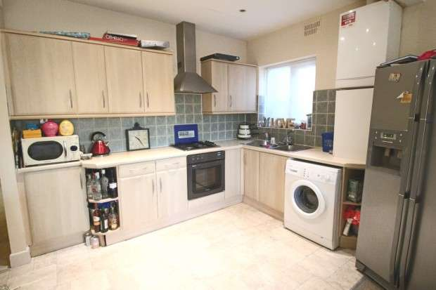 2 Bedrooms Flat for sale in The Ridgeway, Chalkwell, SS0
