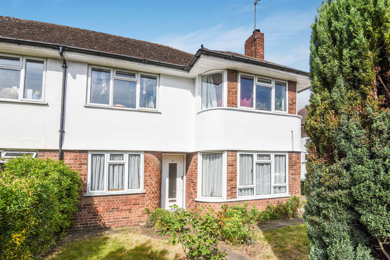 2 Bedrooms Flat for sale in The Broadway, Hampton Court Way, Thames Ditton