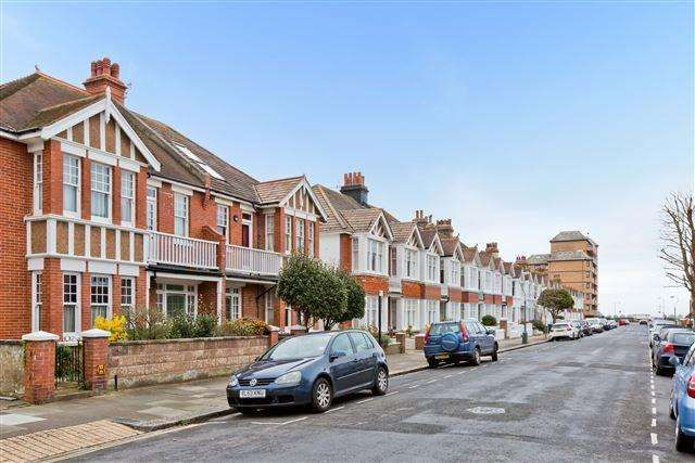 2 Bedrooms Ground Flat for sale in Langdale Gardens, Hove
