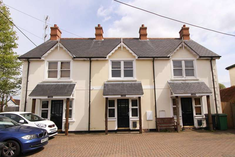 4 Bedrooms Terraced House for sale in Hill Brow Road, Liss