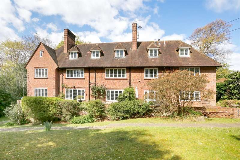 3 Bedrooms Flat for sale in Gomms Wood House, Cherry Drive, Beaconsfield, Buckinghamshire, HP9