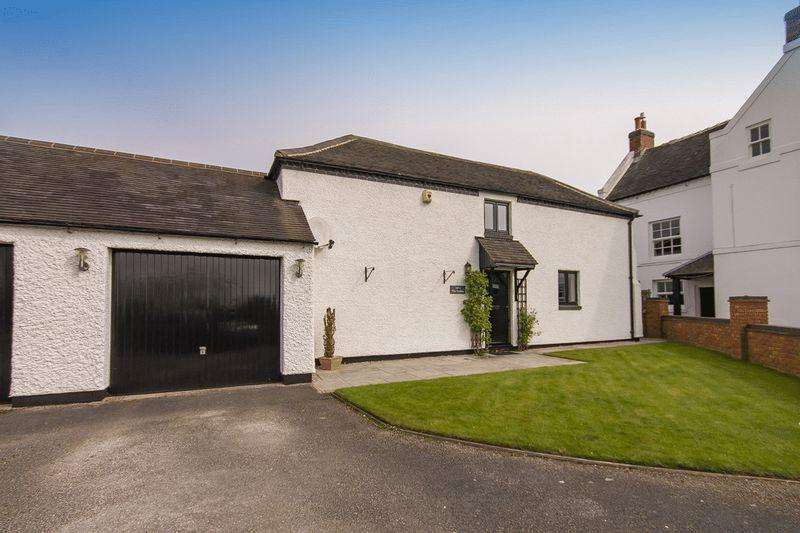 2 Bedrooms House for sale in THE STABLES, HARGATE HOUSE FARM, HILTON