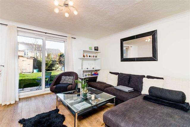 3 Bedrooms Terraced House for sale in Searles Drive, Beckton