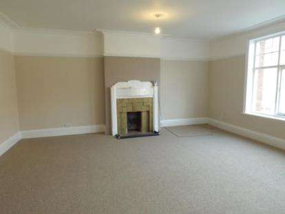 4 Bedrooms Flat for sale in Abergele Road, Colwyn Bay, Conwy, LL29