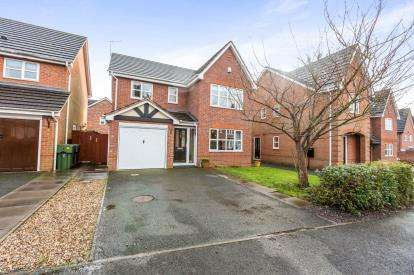 4 Bedrooms Detached House for sale in Appletrees Crescent, Woodland Granage, Bromsgrove, Worcestershire