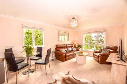 2 Bedrooms Flat for sale in Sandyford Park, Newcastle Upon Tyne, Tyne and Wear, NE2