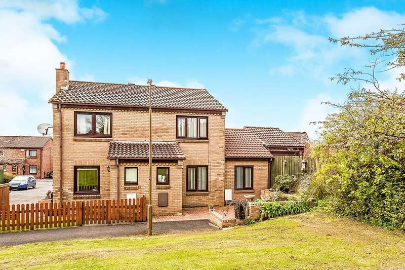 3 Bedrooms Semi Detached House for sale in Royal Court, Penicuik, EH26