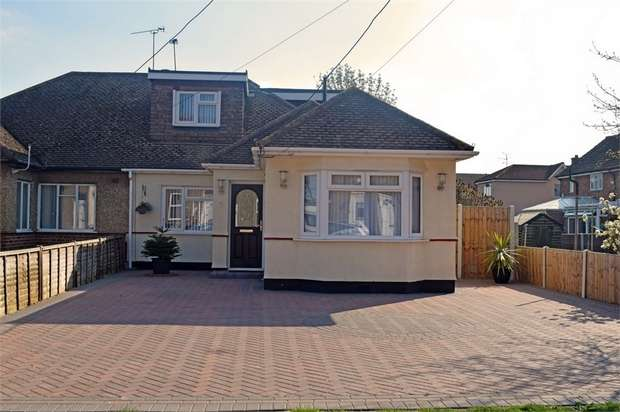 4 Bedrooms Semi Detached Bungalow for sale in Queen Elizabeth Chase, Rochford, Essex