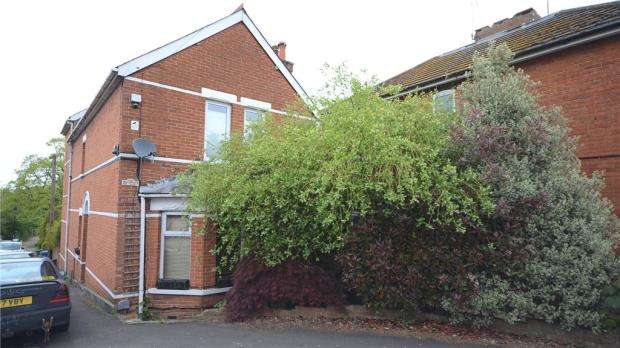 4 Bedrooms Detached House for sale in Cargate Hill, Aldershot, Hampshire