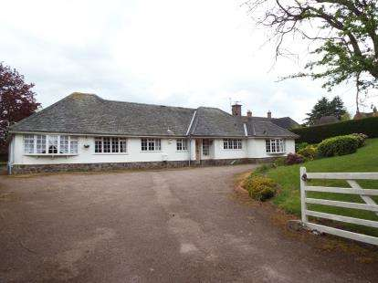 3 Bedrooms Bungalow for sale in Nanhill Drive, Woodhouse Eaves, Loughborough, Leicestershire