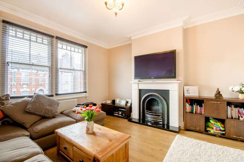 2 Bedrooms Flat for sale in Ramsden Road, Friern Barnet, N11
