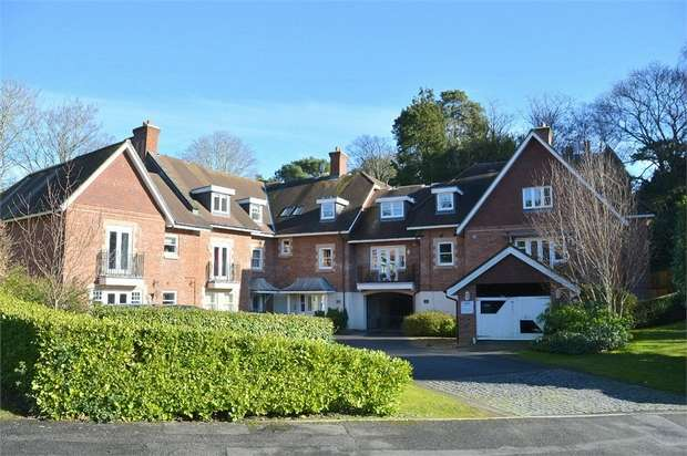 2 Bedrooms Flat for sale in Merlewood Close, Meyrick Park, Bournemouth