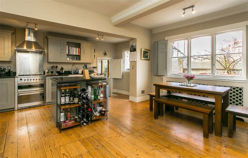 4 Bedrooms House for sale in Marmion Road, London, SW11