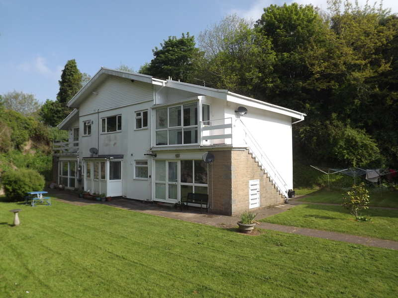 2 Bedrooms Flat for sale in Wesley Close, Barton, Torquay