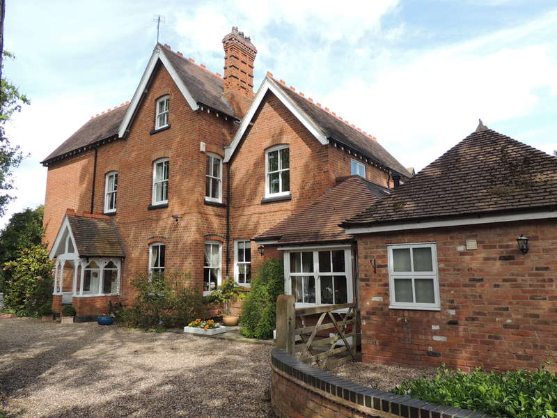 5 Bedrooms Semi Detached House for sale in Station Road, Knowle, Solihull