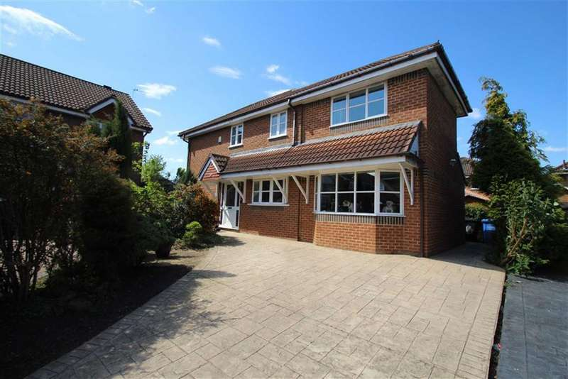 3 Bedrooms Property for sale in Blyth Close, Timperley